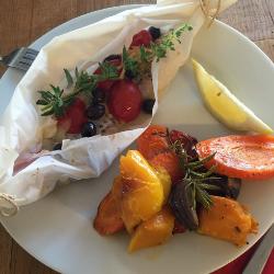 Merluzzo al cartoccio e verdure arrosto